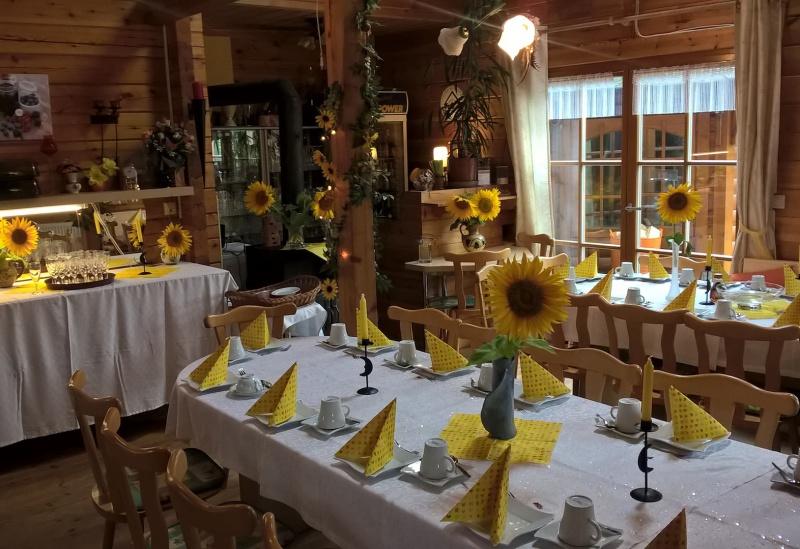 Ferienhaushotel Bühlerzell Grafenallee 6 Frühstücksraum mit Kamin